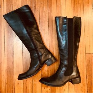 Born knee hi black leather boots. Size 39/8.5